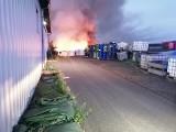 Pożar w Stanowicach. Paliły się worki z odpadami po bateriach