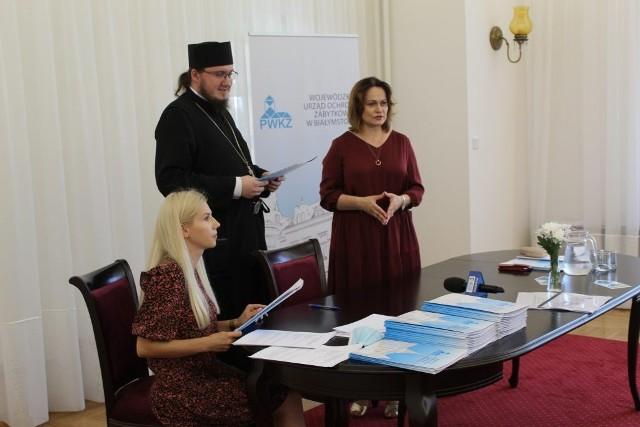 Dziś (01.07) w Wojewódzkim Urzędzie Ochrony Zabytków w Białymstoku prof. Małgorzata Dajnowicz podpisała umowy z beneficjentami