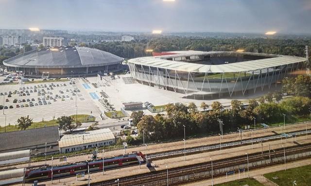 Pewnie kibice ŁKS nie mogą się już doczekać czerwca 2022 roku. W tym terminie ma być oddany do żytku stadion przy al. Unii z czterema trybunami.Zobacz wizualizacje i zdjęcia na następnych slajdach