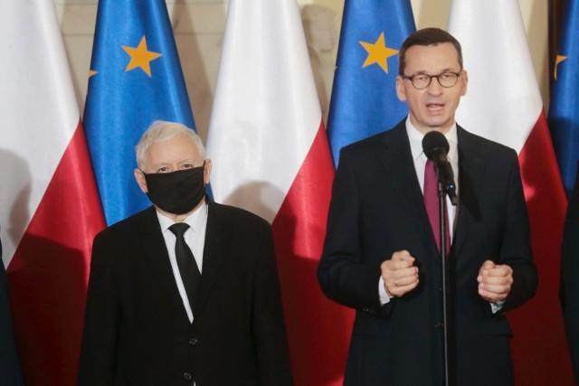 """Zdaniem polityka Prawa i Sprawiedliwości, cytowanego przez portal, Polacy są przyzwyczajeni, że """"kto inny jest premierem, a kto inny rządzi""""."""