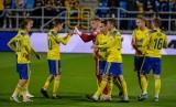 Arka Gdynia. Najdrożsi piłkarze w kadrze żółto-niebieskich. Mamy aktualny ranking. Kto jest teraz najbardziej cenny? [TOP 20]