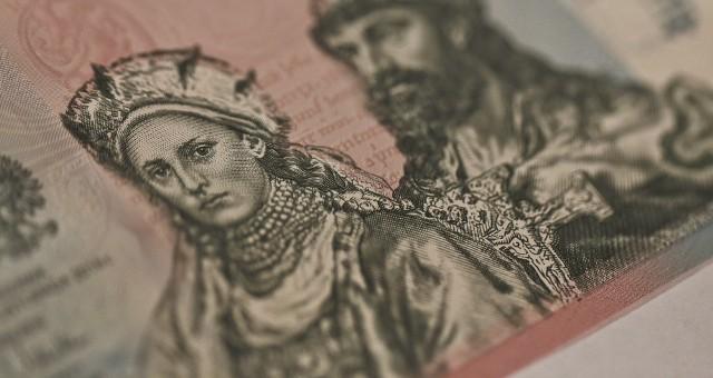 W osiem minut od rozpoczęcia sprzedaży przez NBP banknot 20 zł z okazji 1050. rocznicy chrztu Polski rozszedł się w całym nakładzie. Przygotowano 35 tys. sztuk naprawdę pięknych banknotów. W dodatku już w dniu sprzedaży cena banknotu na giełdzie podskoczyła o 30 procent. Za banknot 20-złotowy trzeba było zapłacić 75 zł. Teraz kosztuje on już około 140-150 zł.