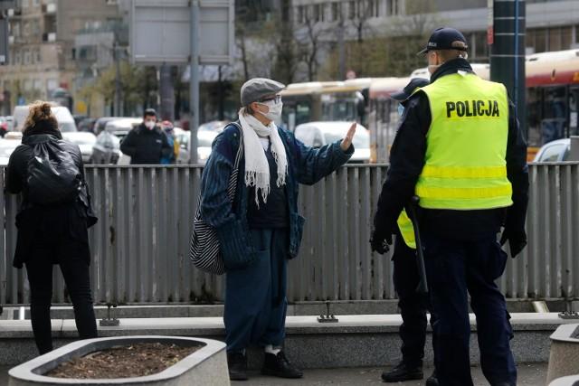 Maska to nie knebel. Protest kobiet przeciwko ustawie antyaborcyjnej!