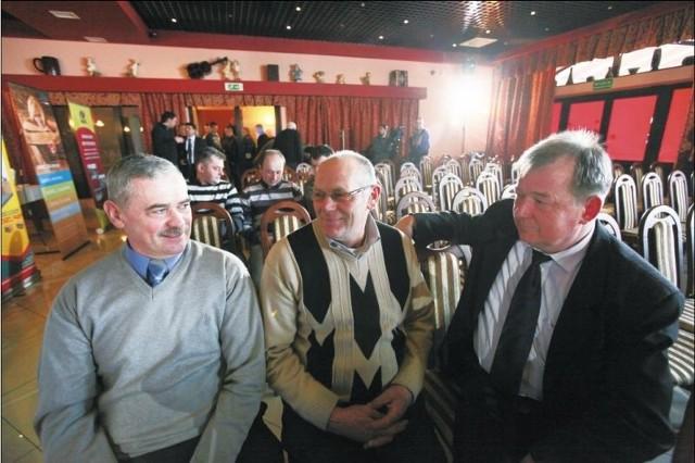 Marian Kamiński (pierwszy z lewej), Bogdan Bagiński i Tomasz Radziszewski nie mają wątpliwości, że rolnicy muszą ciągle zdobywać wiedzę