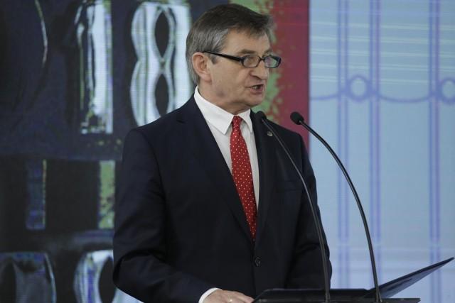 Nie tylko podkarpackich polityków PiS ale również ich rodziny, zabierał marszałek Sejmu Marek Kuchciński na pokłady rządowych samolotów lecących na Podkarpacie