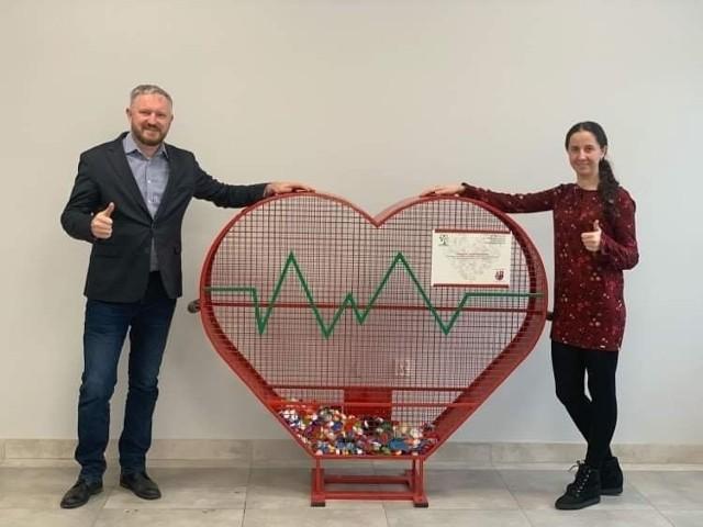 Serce na zakrętki ufundowali Aldona oraz Stefan Sikora - właściciele firmy Bio-Med.