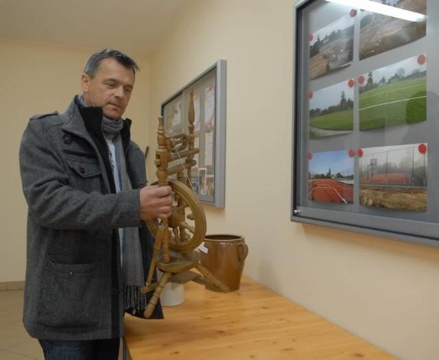- Centrum kultury i folkloru będzie gromadzić również zabytkowe przedmioty związane z naszym rodzimym folklorem - podpowiada Hubert Cichy
