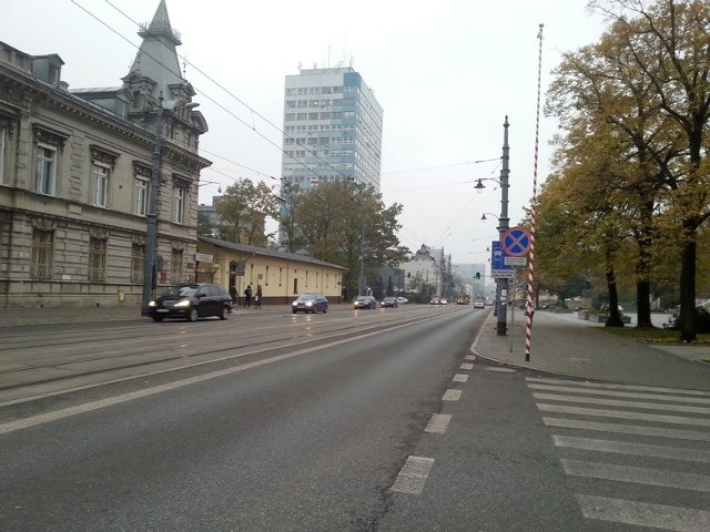 Środowy poranek, ul. Piotrkowska.