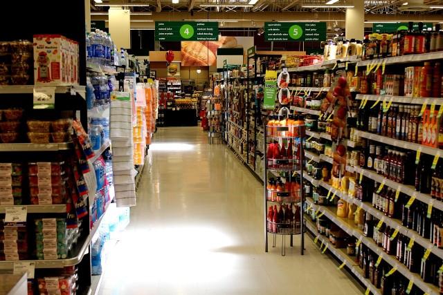 Zielone Świątki 2017. Które sklepy zamknięte, które otware? [Lista sklepów, godziny otwarcia]