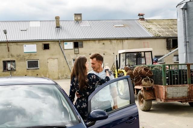 Rolnik szuka żony 7 - streszczenie 4. odcinka. Rolnicy i rolniczka zaprosili kandydatów i kandydatki do swoich domów