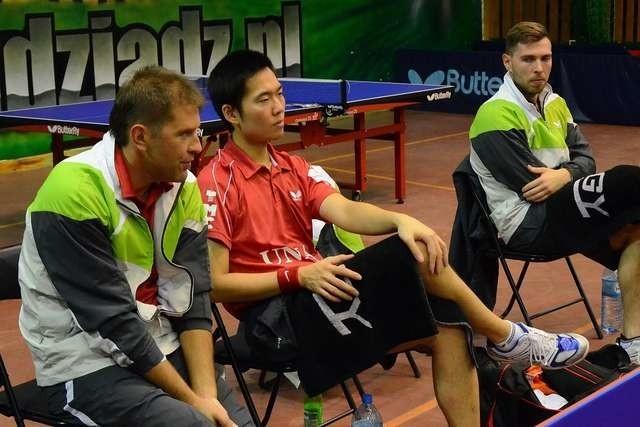 Część drużyny ASTS Olimpii-Unii Grudziądz,od lewej: trener Piotr Szafranek, Huang Sheng Sheng oraz Bartosz Such
