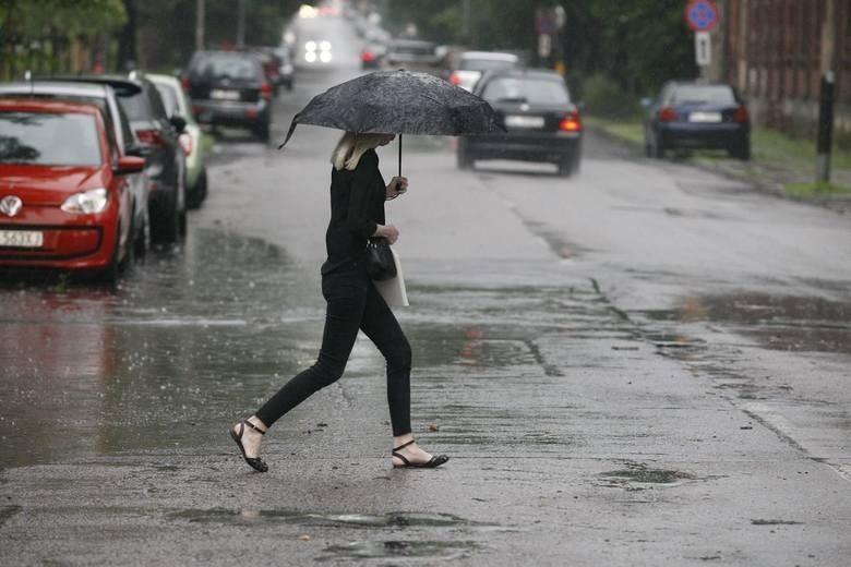 Burza w Łodzi. Rano padało i grzmiało w całym mieście