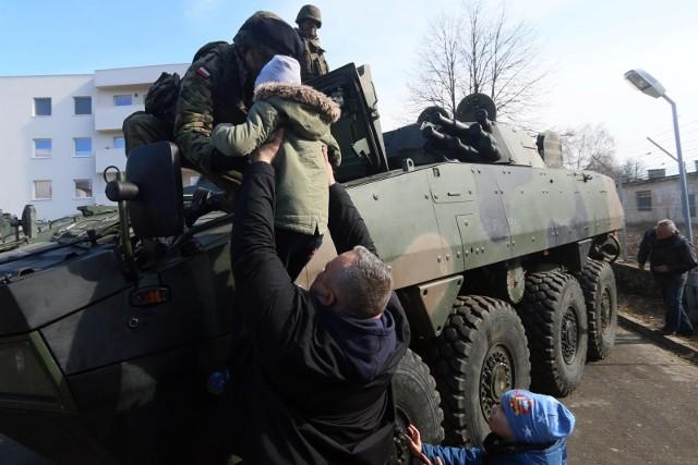 Zdjęcie ilustracyjne./  Podczas pikniku wojskowego w Grudziądzu w jednostce przy ul. Jagiełły 11-23 będzie m.in. pokaz ciężkiego sprzętu. Bramy koszar dla mieszkańców będą otwarte od g. 11 w sobotę, 26 czerwca