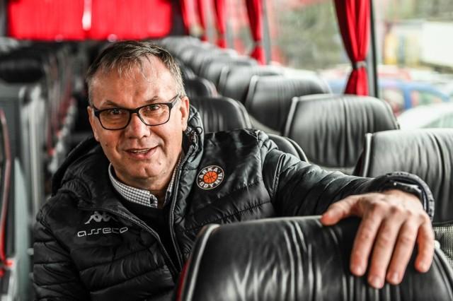 Zdzislaw Hamerski, kierowca koszykarzy Asseco Arki Gdynia i Trefla Sopot oraz jego autokary