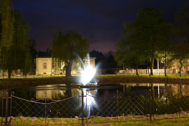 Fontanna w Parku Sulechów znów działa, co cieszy mieszkańców i ich gościu