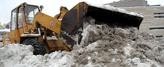 Rozpoczęło się wywożenie śniegu z miasta.