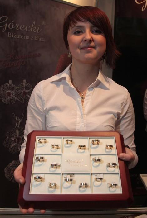 Narzeczeni sami mogą zaprojektować obrączki - mówi Katarzyna Kloc, menedżer ds. marketingu z salonu firmowego Górecki w Rzeszowie.