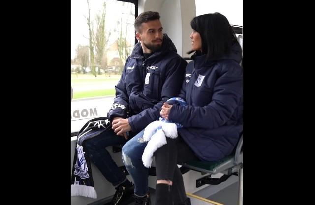 Dani Ramirez razem z żoną na mecz Lecha z Rakowem wybrali się tramwajem.