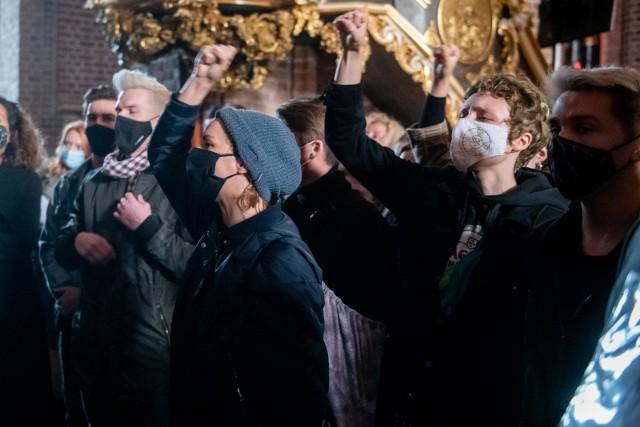 Nie milkną protesty związane z wyrokiem Trybunału Konstytucyjnego w sprawie aborcji. Od kilku dni na ulice Poznania wychodzą tłumy, by pokazać swój sprzeciw wobec zakazowi aborcji w przypadku ciężkiego uszkodzenia płodu.