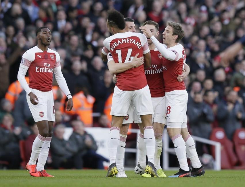 Arsenal wygrywa hicie Premier League. W Anglii trwa walka na wszystkich frontach