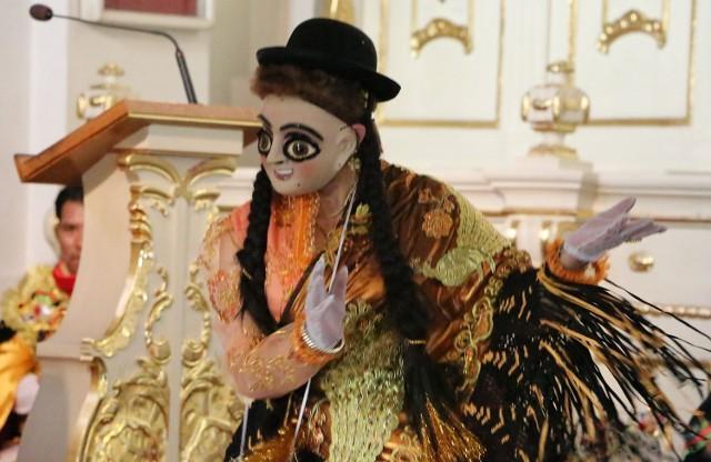 Boliwijczycy tańczyli w tradycyjnych strojach i maskach.