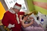 Razem ze św. Mikołajem odwiedziliśmy dzieci z inowrocławskiego szpitala [zdjęcia, wideo]