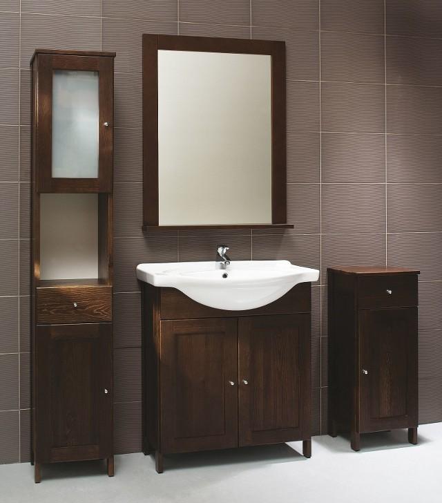 Meble łazienkoweDrewniane meble (tutaj z serii Madryt) pojawiają się coraz częściej w łazienkach