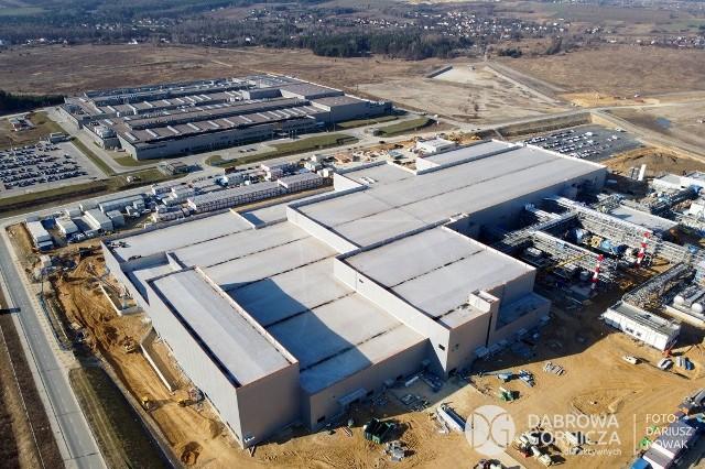 Koreański inwestor rozbuduje swoją fabrykę w Dąbrowie Górniczej - Tucznawie, inwestując tutaj w sumie 1 miliard dolarów Zobacz kolejne zdjęcia/plansze. Przesuwaj zdjęcia w prawo - naciśnij strzałkę lub przycisk NASTĘPNE