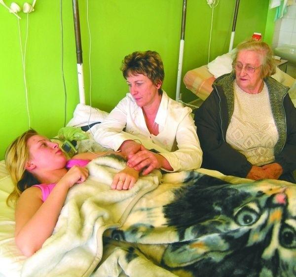 W szpitalu dziewczyna przeleżała tydzień. W gorsecie musi chodzić do dziś.