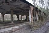 Drogą przy tajemniczych ruinach hitlerowskiej fabryki zimą 1945 r. wwieziono do MRU skarby. Czy była wśród nich Bursztynowa Komnata?