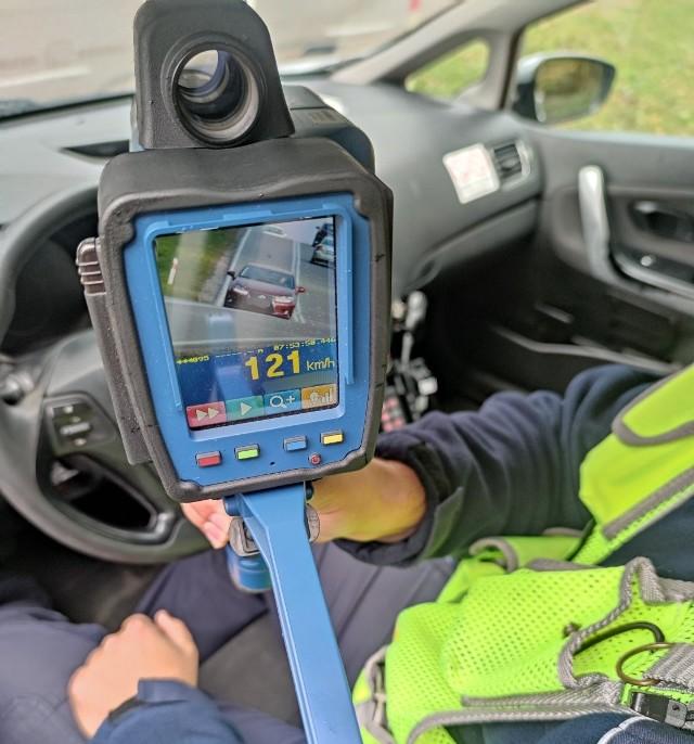 Wyczyny 50-latka za kierownicą lexusa zostały ujawnione dzięki ręcznemu miernikowi prędkości.