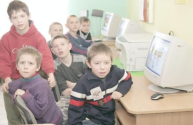 Z komputerów i internetu najchętniej korzysta młodzież