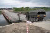 Komunikacja. Przez most na Wiśle Sierosławice-Świniary można już przechodzić i przejeżdżać. Należy uważać, są ograniczenia.