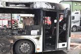 Bytom: pożar autobusu przy skrzyżowaniu ul. Konstytucji z DK 94. Spłonął doszczętnie