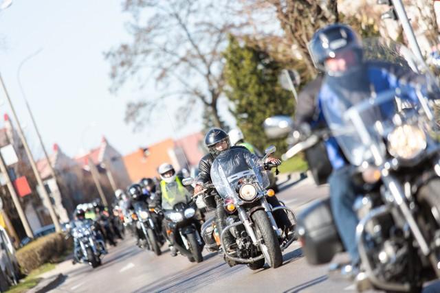 Motocykliści z Ełku i regionu 14 kwietnia oficjalnie rozpoczęli sezon motocyklowy 2019. Po Mszy Świętej w Stradunach w intencji motocyklistów fani dwóch kółek udali się do Ełku gdzie w Centrum Edukacji Ekologicznej zaplanowano dalszą część wydarzenia. Zobacz fotorelację.