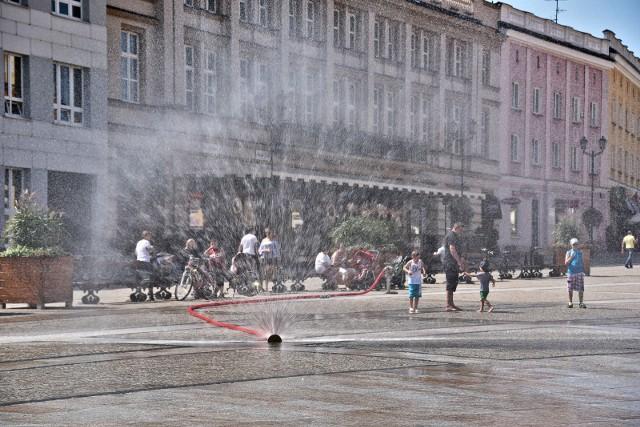 Kurtyna wodna w Białymstoku na Rynku Kościuszki.