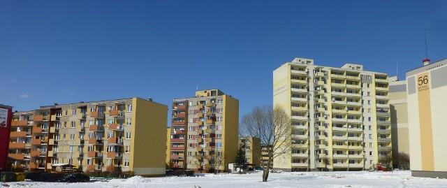 Bloki mieszkalneZdaniem analityków rok 2013 jest rokiem stabilizacji cen mieszkań. Średnie poziomy cen ofertowych z listopada 2013 roku są porównywalne do ubiegłorocznych.