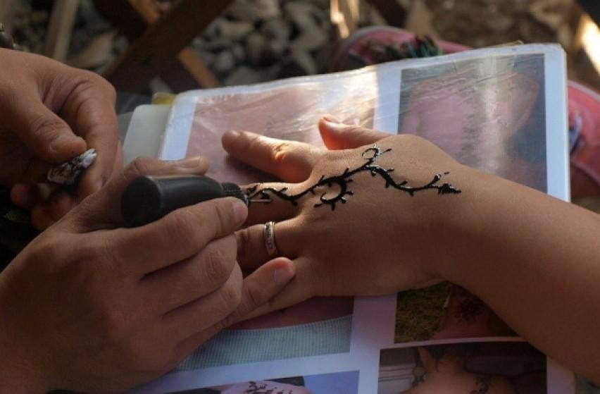 Uwaga Na Tatuaże Z Czarnej Henny Sanepid Ostrzega Przed