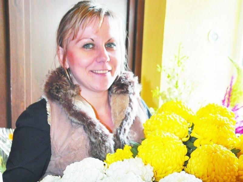 – Teraz mamy największy wybór kwiatów – twierdzi Anna Żywalewska z kwiaciarni przy ul. Noniewicza. – Można je już kupić. Będą wyglądały ładnie jeszcze przez wiele tygodni.