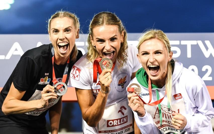 Justyna Święty-Ersetic (w środku) wyprzedziła na mecie biegu na 400 metrów swoje koleżanki ze złotej polskiej sztafety - Igę Baumgart-Witan (od lewej) i Małgorzatę Hołub-Kowalik
