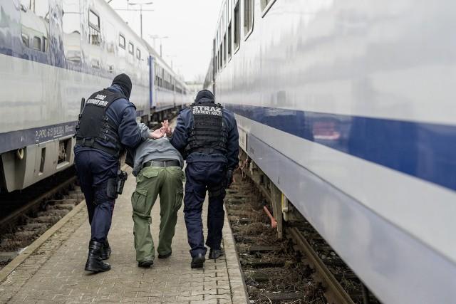 W nocy z czwartku na piątek Straż Ochrony Kolei zatrzymała wandala, który zdewastował pociąg, malując na wagonie graffiti o powierzchni 10 metrów kwadratowych
