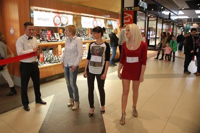 Bieg na szpilkachNietypowy wyścig z okazji święta kobiet zorganizowało Centrum Handlowe Karolinka w Opolu.