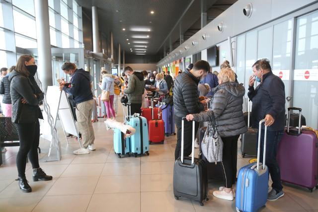 250 Ślązaków, którzy utknęli w środę na Dominikanie, przyleciało w sobotę do Katowic.Zobacz kolejne zdjęcia. Przesuwaj zdjęcia w prawo - naciśnij strzałkę lub przycisk NASTĘPNE