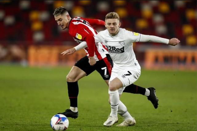 Bardzo dobra forma Polaków w Derby County. Jóźwiak z golem, Bielik z nagrodą