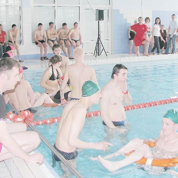 Pływalnia miejska rzadko gości tak wiele osób jak podczas ostatniej integracyjnej imprezy niepełnosprawnych