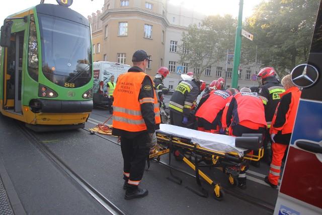 W środę około godziny 9.23 doszło do kolizji auta osobowego i tramwaju linii numer 6. Kierująca autem kobieta została zabrana do szpitala.Przejdź do kolejnego zdjęcia --->
