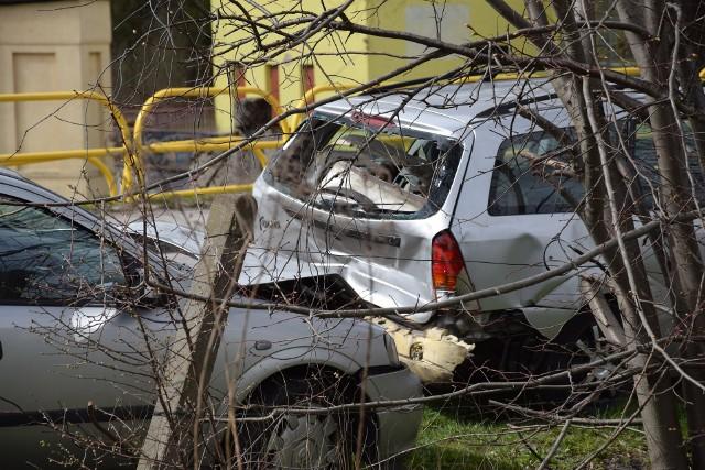 Dzisiaj (22.04.2021 r.) po godz. 14 doszło do kolizji na wysokości skrzyżowania ulicy Wybickiego i Fabrycznej w Miastku. Kierowca opla nie zachował bezpiecznej odległości i uderzył w tył forda. Nic nikomu się nie stało. Kierujący byli trzeźwi.