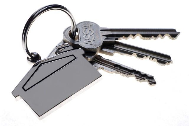 Klucze do drzwiKlucze muszą być maksymalnie wytrzymałe i odporne na ścieranie. Ich jakość zależy przede wszystkim od materiału, z którego je zrobiono.
