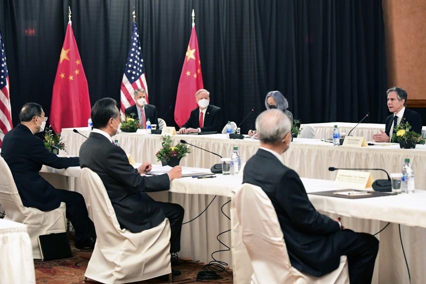Wojna słowna podczas spotkania USA-Chiny na Alasce. Ostra...
