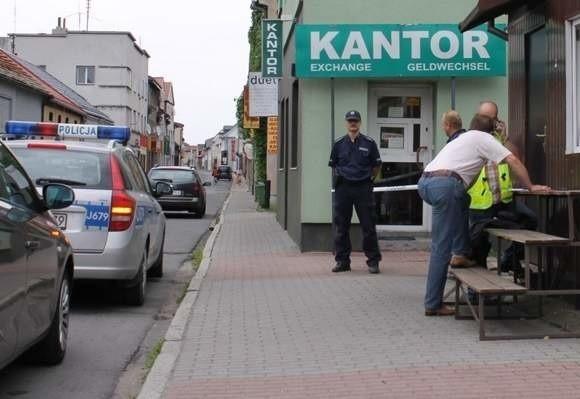 Kantor w Dobrodzieniu, w którym doszło do rozboju z użyciem broni.